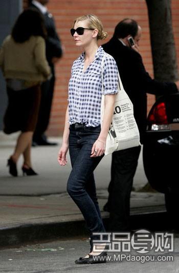 衬衣,短款的贴身设计可以像kk那样,和窄腿裤平底鞋搭配,不失时