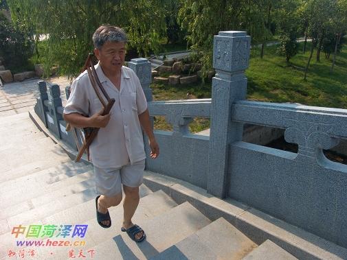门丙谦 乐享生活的退休老人