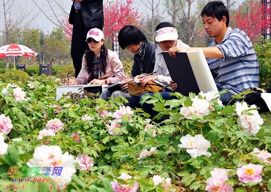 图片可爱宝宝中国花丛