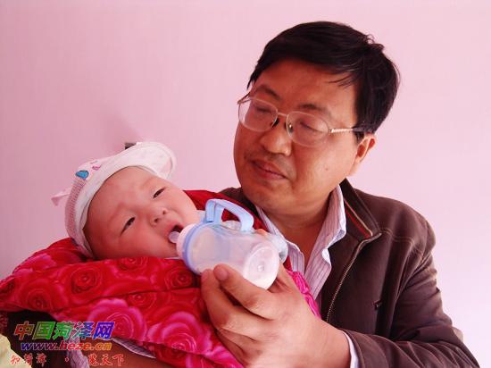 五个月大男婴深夜被弃——中国菏泽网