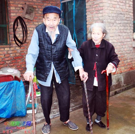 百岁夫妇风雨同舟八十余载相濡以沫